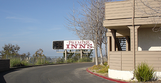 WELCOME TO PREMIER INNS PISMO BEACH - EXTERIOR SIGN
